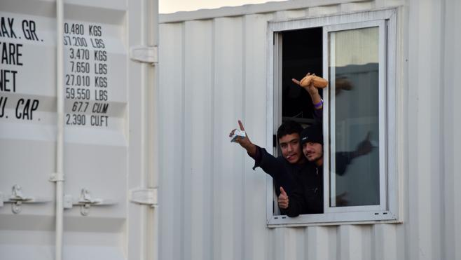 Francia comienza a trasladar a los niños de Calais a albergues en otros lugares