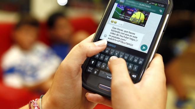 Dos menores pagarán 2.828 euros a una compañera a la que humillaron por Whatsapp