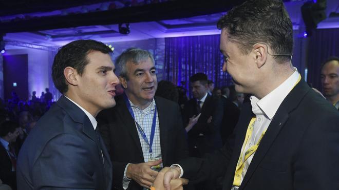 Rivera: «Uno no puede ser liberal solo para bajar los impuestos»