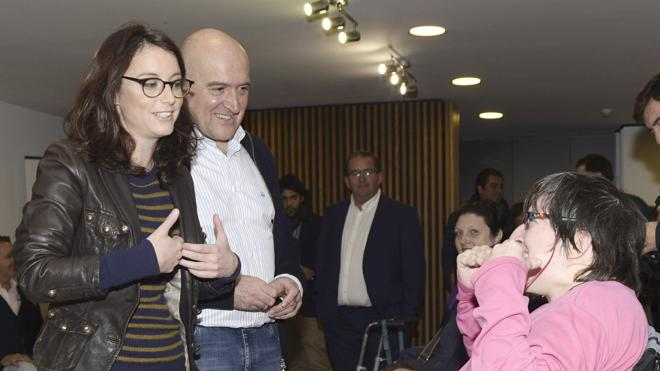 El PP pide a PSOE y C's que sean «cómplices del Gobierno» y aparten sus siglas