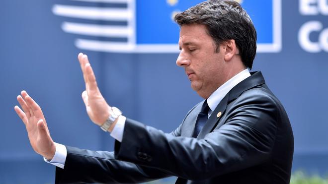 El presidente de Italia pide al primer ministro Renzi aplazar su renuncia