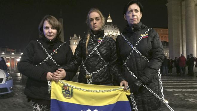 Tintori se encadena frente al Vaticano para exigir la liberación de los presos políticos