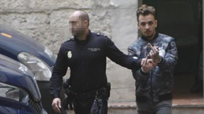 Mantienen en prisión al maltratador grabado en un portal por riesgo de nuevas palizas