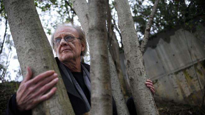 Luis Eduardo Aute, que ya habla y camina, continúa en Cuba su recuperación