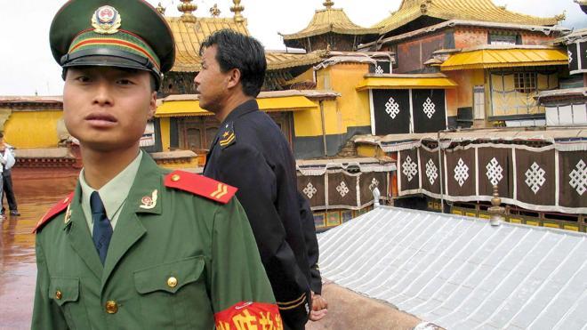 Un alto cargo chino se suicida tras disparar a dos superiores