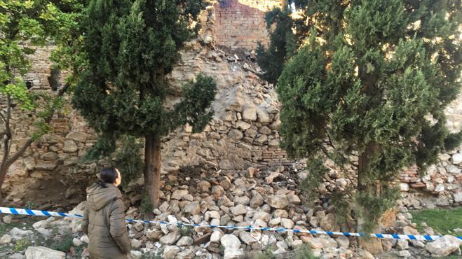 El fuerte viento derriba parte de la muralla medieval de Talavera de la Reina