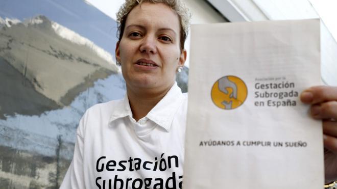 Los grupos parlamentarios esquivan el debate sobre la maternidad subrogada