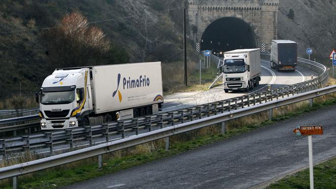 Japón probará camiones autónomos en sus carreteras a partir de 2018