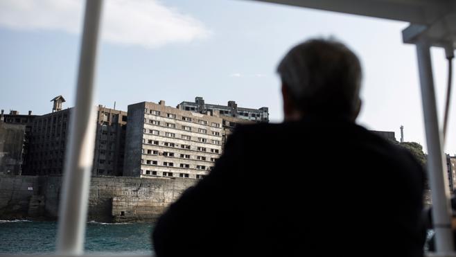 En una isla abandonada de Japón, una ciudad minera fantasma se enfrenta a su pasado