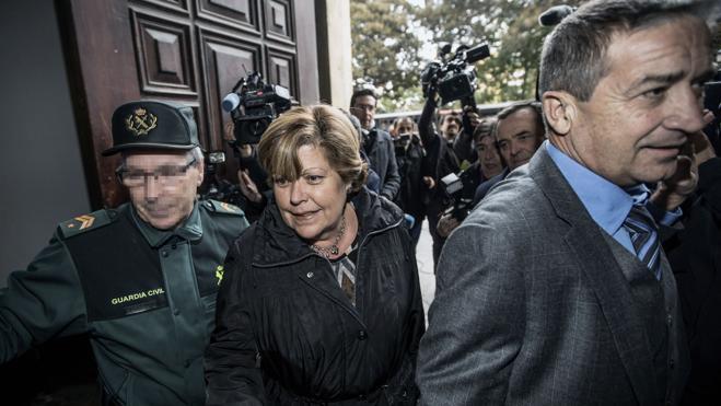 Prisión eludible con fianza para la exconsellera Milagrosa Martínez