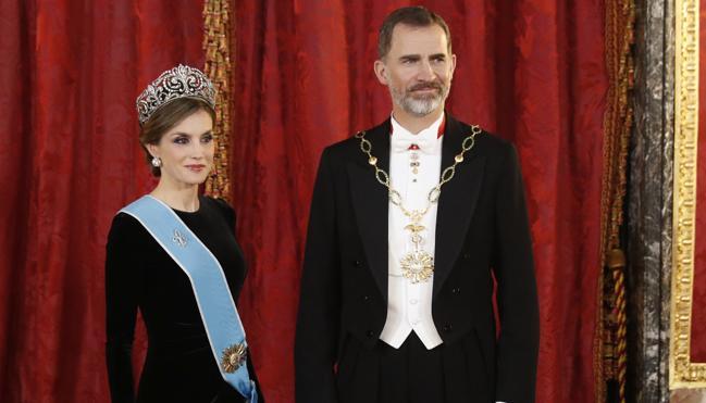 Letizia 'estrena' una tiara de reina