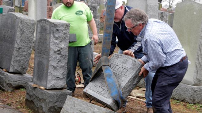 La comunidad musulmana de EE UU recauda 62.000 euros para reparar el cementerio judío atacado