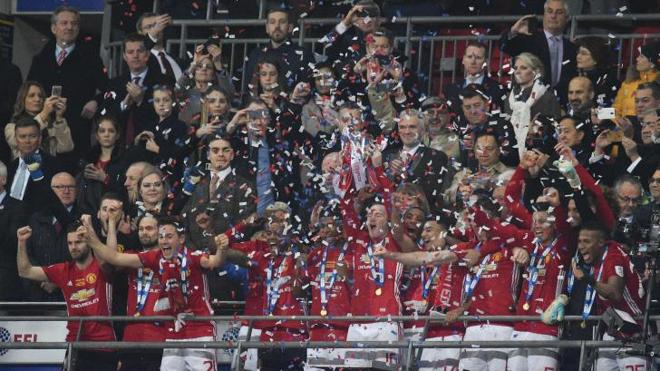 Ibrahimovic da al United el segundo título de la 'era Mou'