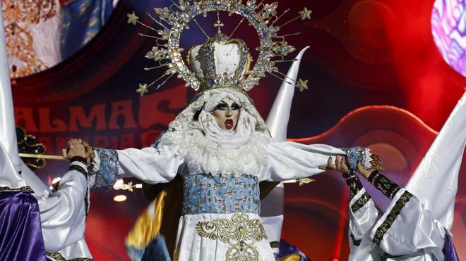 El Carnaval canario enciende a la Iglesia