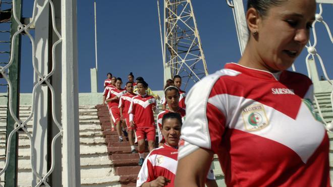 Las futbolistas argelinas, ante el dilema del balón o el matrimonio