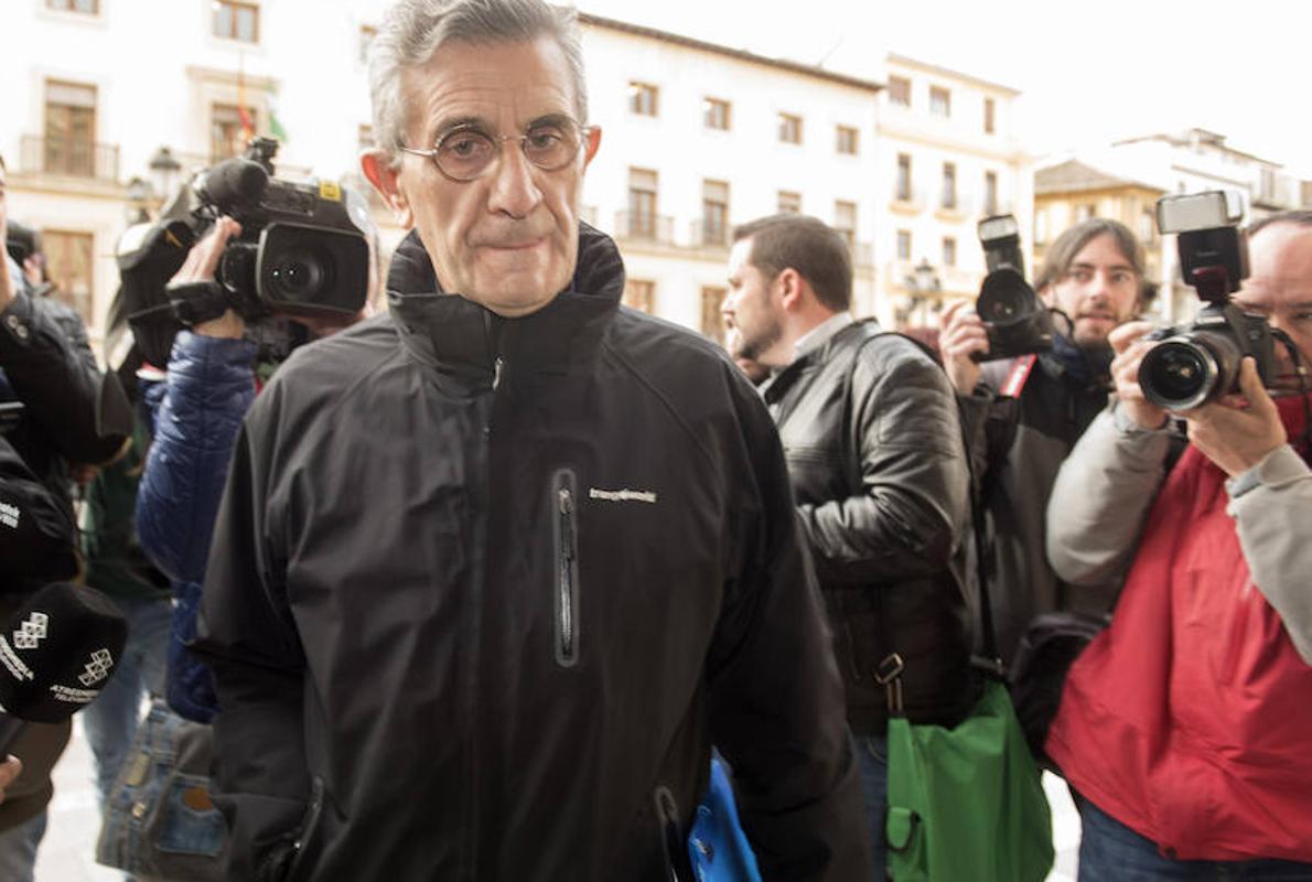 El padre Román niega abusos o relaciones homosexuales y habla de «amor cristiano»