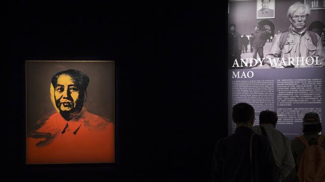 Uno de los 'Mao' de Andy Warhol se vende por 11 millones de dólares en China