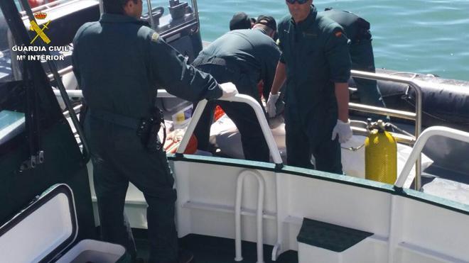 Hallan el cadáver de un hombre en aguas del puerto de Alicante