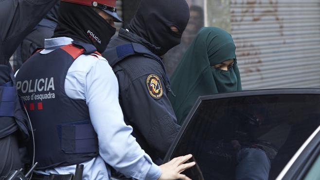 Prisión a la joven que difundía el ideario yihadista entre mujeres en Internet