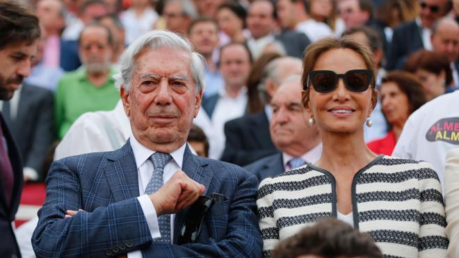 Preysler y Vargas Llosa generan expectación en La Maestranza