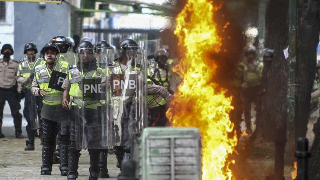 Siguen los choques en Venezuela tras el ataque a un hospital infantil durante las protestas