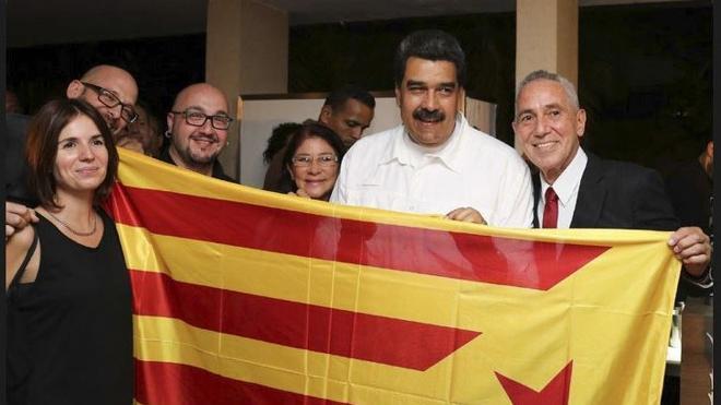 Maduro se fotografía con una 'estelada' junto a activistas independentistas