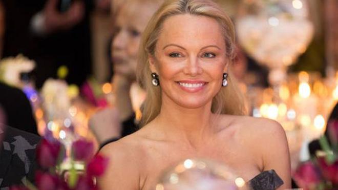 ¿Por qué Pamela Anderson envió a Melania Trump un abrigo de piel falsa?