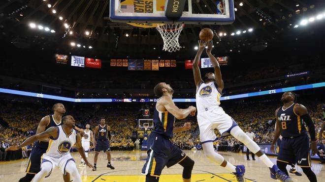Kevin Durant conduce a los Warriors a un nuevo triunfo ante los Jazz