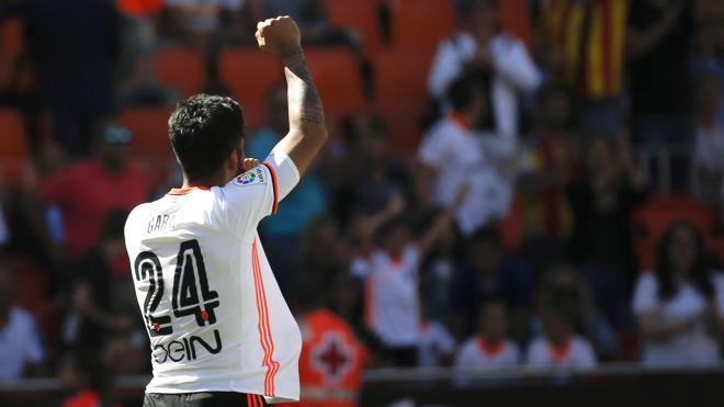El Valencia se exhibe ante su público y golea a Osasuna
