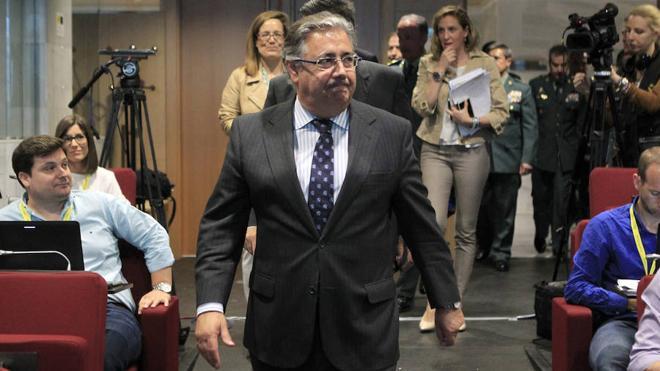 Zoido reconoce que Nieto no le informó ni antes ni después de la reunión con el hermano de González