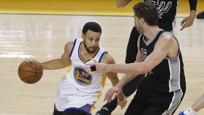 Curry y los Warriors humillan a Spurs y se ponen con ventaja de 2-0