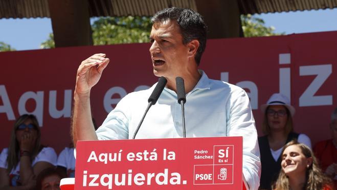 Sánchez acusa de «esconder a la militancia» a Díaz, que pide el voto para «levantar el país»