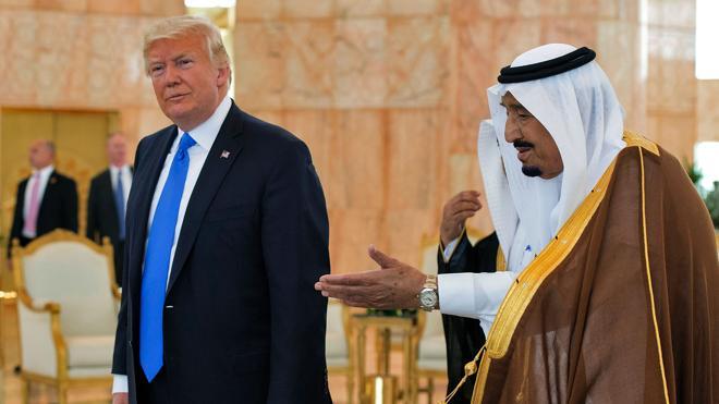 Trump, recibido con honores en Riad en su primera gira internacional