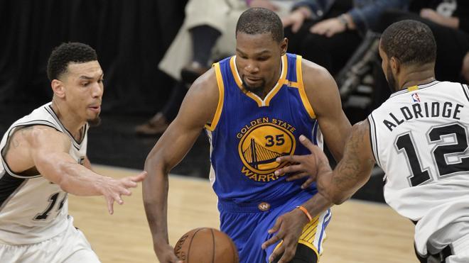 Durant pone a los Warriors a una victoria de la final