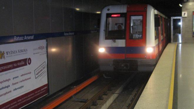 Una bomba de la II Guerra Mundial obliga a cerrar una estación de metro en Varsovia
