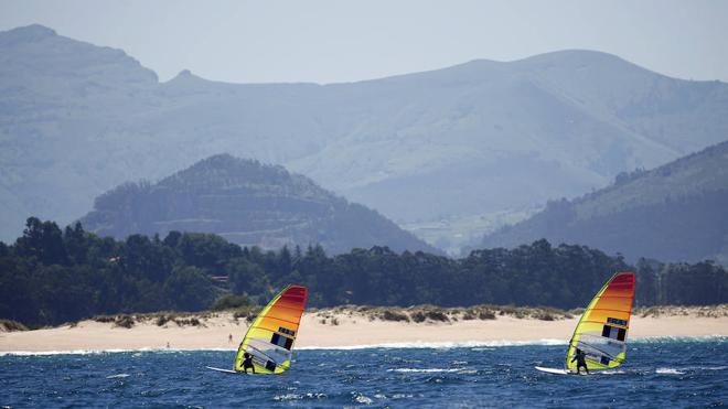 Nadar paralelo a la playa y respetar la digestión, consejos para este verano