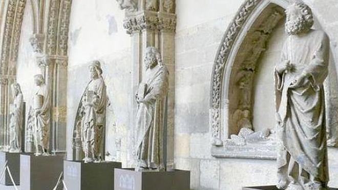 Cultura formaliza la obra de restauración de las estatuas del pórtico de la Catedral