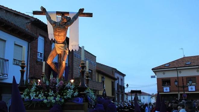 Emotiva procesión del Ecce Homo en Santa Marina del Rey