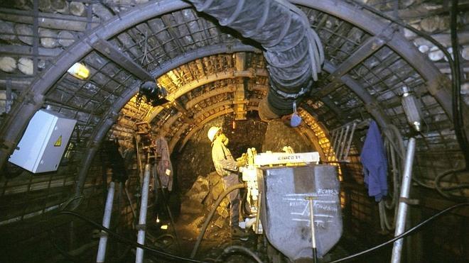 La minería leonesa no ve una salida a su crisis y mira con recelo a Hunosa, que paga sus 'vales' con carbón importado