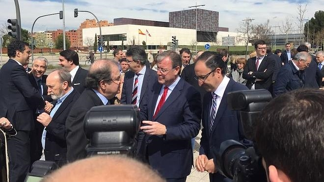 Silván firma un acuerdo con Herrera para impulsar la contratación de personas sin empleo en León