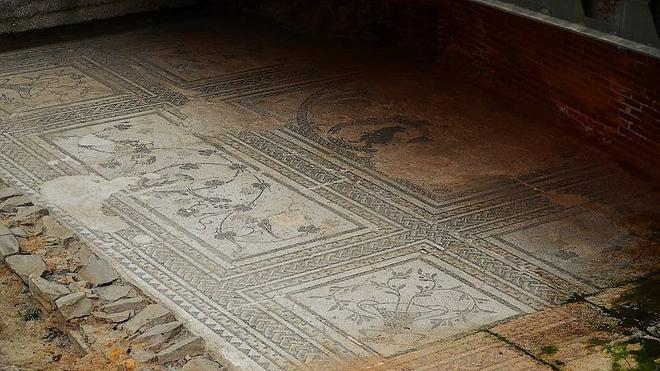 Hallan nuevos mosaicos y una estatua romana en Astorga