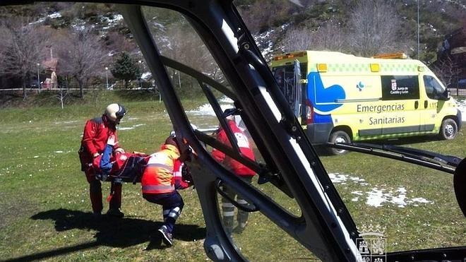 Rescatado un practicante de 'snowboard' lesionado en una pierna en el Pico del Lago de Maraña