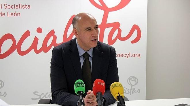 El PSOE denuncia la «cesión gratuita» de espacios públicos para empresas privadas