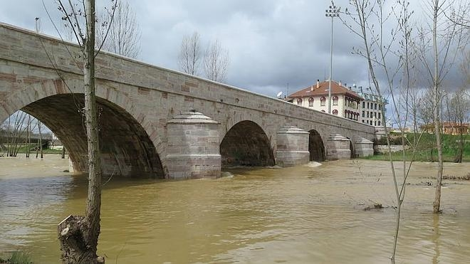 Se mantiene la alerta en ocho estaciones de control de León por la crecida de los ríos