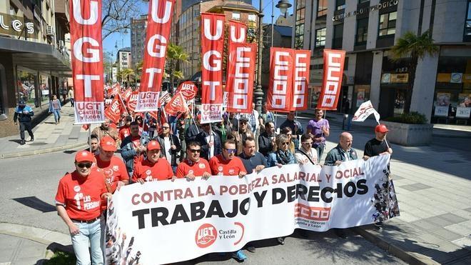 """Ponferrada sale a la calle para reivindicar """"trabajo y derechos"""" en la manifestación del 1 de mayo"""
