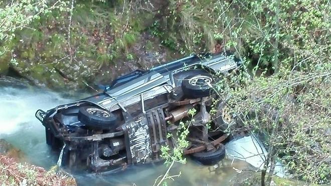 La heroica intervención de dos jóvenes evita una tragedia tras precipitarse un vehículo al río con dos menores