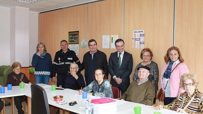 Alzheimer León imparte formación sobre las claves de la enfermedad a Policía Local y Bomberos