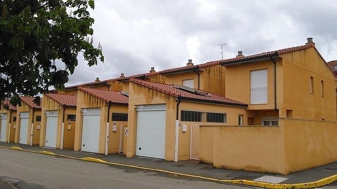 Santa Marina del Rey dará mil euros a cada joven que compre o se haga su primera vivienda en el municipio
