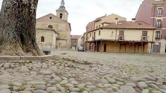 El Procurador del Común da el visto bueno a la hacendera para rehabilitar la plaza del Grano