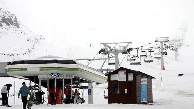 Asturias propondrá a León la gestión conjunta de sus cuatro estaciones de esquí